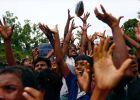 محتجون بوذيون يحاولون منع شحنة مساعدات من الوصول إلى مسلمي ا ...