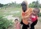 """أزمة إنسانية تلوح في مخيمات الروهينغا بعد إعصار """"مورا"""""""