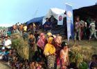"""""""تيكا"""" التركية توزع طرودا غذائية في قرية للروهنغيا بميانمار"""