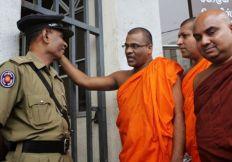 سريلانكا : راهب بوذي يتوعد المسلمين بمزيد من العنف