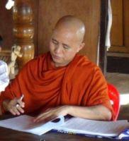"""الراهب البوذي """"ويراثو"""" ينشر الكراهية في بورما ضد المسلمين"""