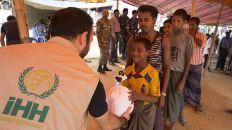"""""""الإغاثة التركية"""" توصل مساعدات إنسانية إلى 350 ألف مسلم أراكاني"""