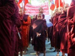 احتجاج في ولاية أراكان (راخين) على خطة لإعادة الروهينغا المسلمين
