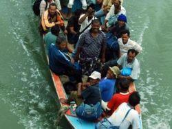 آلاف من الروهنجيا تقطعت بهم السبل في مضيق ملقا قرب إندونيسيا
