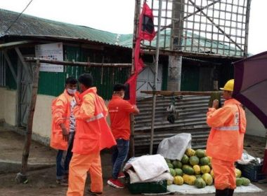 بنجلادش تنقل لاجئين روهينجا إلى مراكز إيواء مع اقتراب إعصار قوي