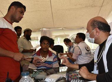 جمعية تركية توزع مساعدات طبية على لاجئي أراكان في بنغلادش
