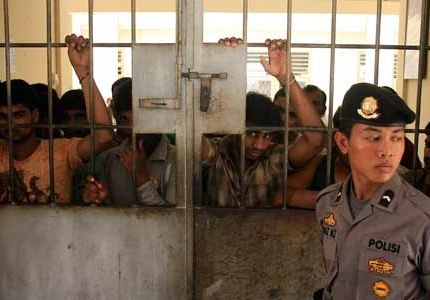 18 لاجئاً روهنجيا يمثلون أمام محكمة سومطرة بتهمة قتل 8 بورميين بوذيين