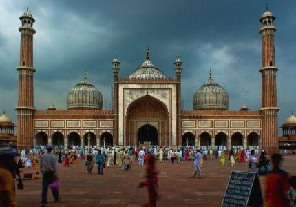 الهند: الشرطة تضرب المصلين بالمسجد لاحتجاجهم ضدها