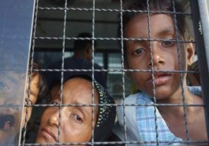 حرس سواحل تايلند تقبض على عدد من اللاجئين بحضور قنوات فضائية عالمية