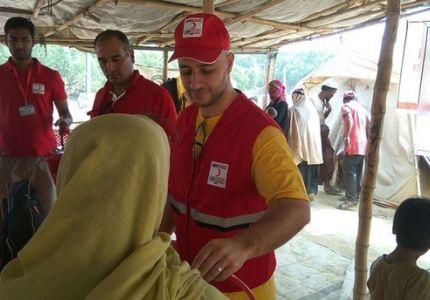 المغني ماهر زين يزور مخيمات الروهنغيا في بنغلاديش