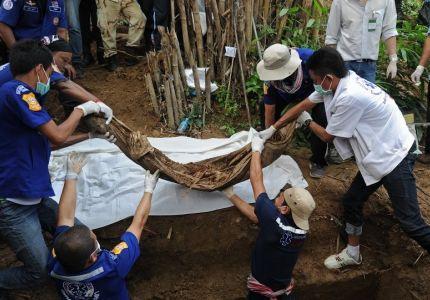 العثور على أكثر من 20 جثة على الحدود التايلاندية الماليزية