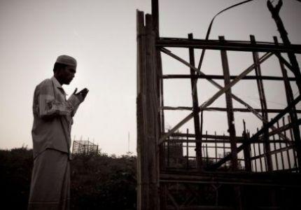 سلطات بورما تمنع الروهنجيا من صلاة الجماعة والتراويح بفرض قانون الطوارئ