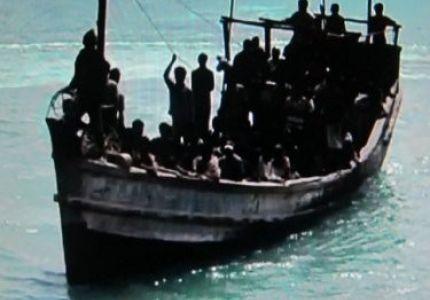 """مئات الروهينغا يستغيثون من """"قارب سائب"""" قبالة ماليزيا"""