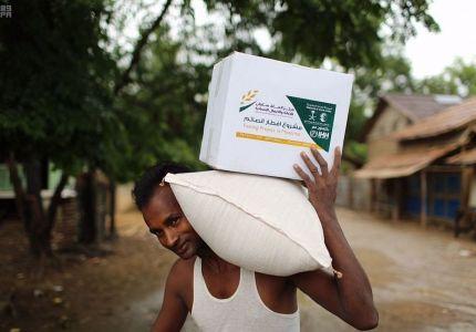 مركز الملك سلمان للإغاثة يوزع وجبات إفطار الصائم في ميانمار