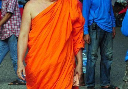 محكمة سريلانكية تحبس 7 بوذيين أسبوعاً لاعتدائهم على لاجئين أراكانيين