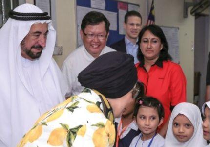حاكم الشارقة وقرينته يزوران اللاجئين الروهنجيا في ماليزيا