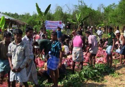منظمة الإغاثة التركية توزع لحوم الأضاحي على اللاجئين الروهينجا في بنجلاديش