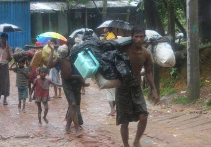 270 ألف روهنجي يفرون من العنف إلى بنغلاديش واستمرار النزوح يستنفد قدرة المخيمات