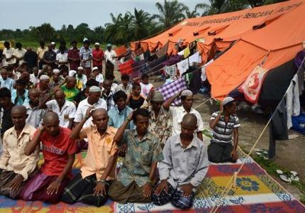 بنغلاديش ترحل مئات من المسلمين الروهينجا إلى ميانمار