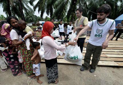 تركيا توزع مساعدات لـ43 ألفاً من مسلمي الروهينجا في رمضان