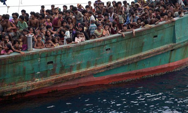 """مصرع 100 من مهاجري القوارب في إندونيسيا خلال مشاجرة على """"الطعام"""""""