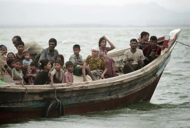 حرس حدود بنجلاديش تعيد 82 لاجئاً روهنجياً إلى بورما