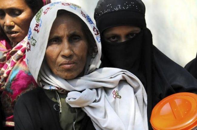 لاجئة من الروهينغا تروي معاناتها: قتلوا زوجي وأحرقوا طفلي حياً!