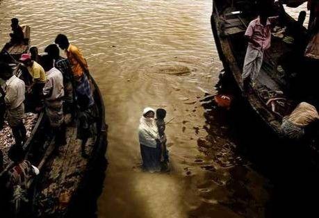 لاجئون روهنجيون يصلون شواطئ بنجلاديش رغم الاجراءات المشددة