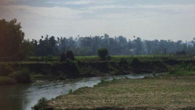 مراسل BBC في أراكان: قرى مسلمي الروهينجا التي تحترق تم إحراقها بأيدي الرهبان البوذيين والحكومة تتهم الروهنجيا