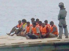 البحرية الماليزية تستقبل 40 لاجئاً روهنجياً بعد أن منعتهم سنغافورا من دخول أراضيها