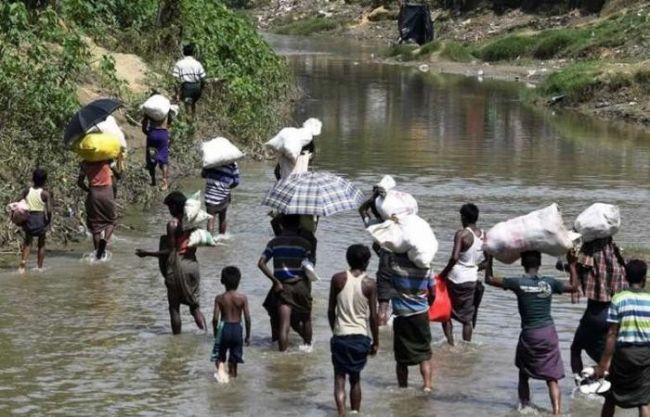 تدفق اللاجئين الروهينغا إلى بنغلادش بشكل كثيف