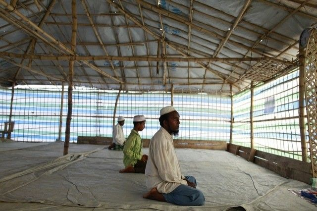 Maungdaw authority again block praying in Mosque
