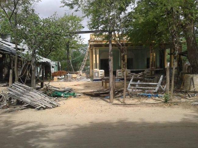 """قوات الأمن البورمية تمنع دخول الناس لقرية """"كيلا دونغ"""" لإخفاء جثث القتلى الروهنجيين"""