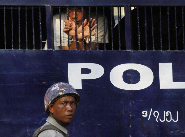 على بورما اجتثاث القمع.. إلغاء أو تعديل القوانين التي تجرم التعبير والتجمع