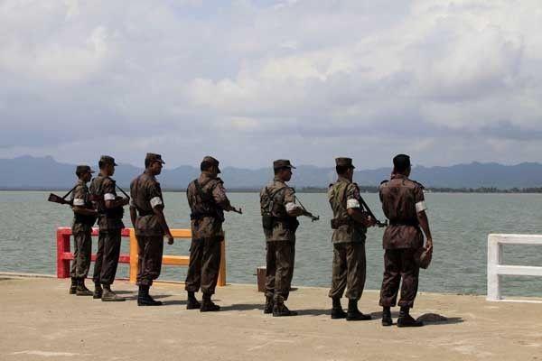 حكومة بنجلاديش تواصل إبعاد اللاجئين الروهنجيين إلى بورما