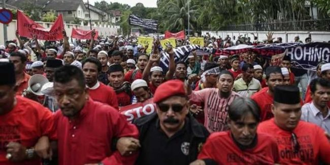 البوذيون في ميانمار يحتجون على منح المواطنة لأقلية الروهينجا المسلمة