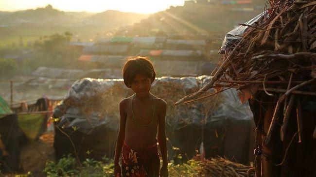مدير الأغذية العالمي يتفقد لاجئي الروهنغيا