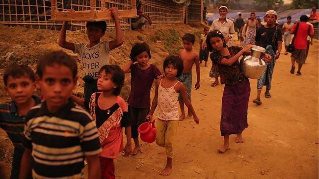 أول قافلة مساعدات أممية لأطفال الروهنغيا تصل بنغلاديش