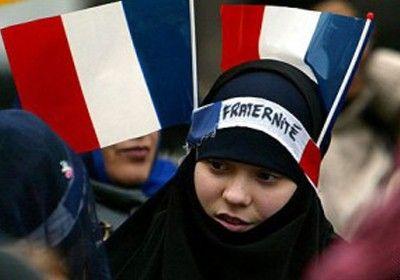 فرنسا: منع أم محجبة من اصطحاب ابنتها للحضانة