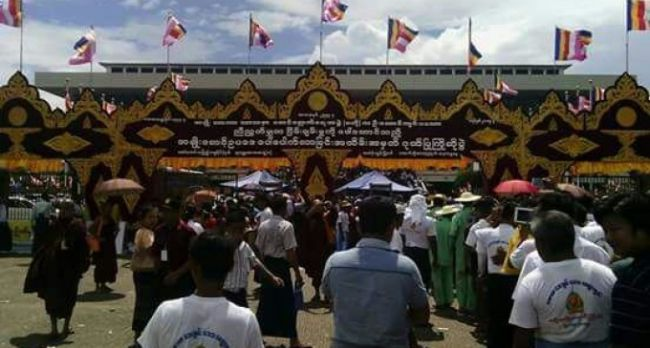 بالصور: احتفالات للرهبان البوذيين بمناسبة صدور مشاريع قوانين خاصة بهم