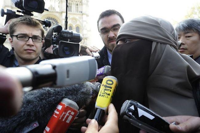 فرنسا: مسلمة تتعرض للطعن بسكين بدوافع عنصرية