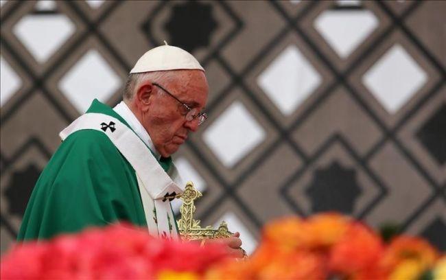 """بابا الفاتيكان يبرر تجاهله استخدام مصطلح """"الروهنغيا"""" خلال زيارته ميانمار"""