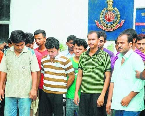 سلطات بنجلاديش تلقي القبض على 15 شخصاً بمطار دكا