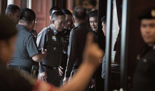 جنرال تايلاندي يتورط في أنشطة تهريب بشر ويسلم نفسه للشرطة