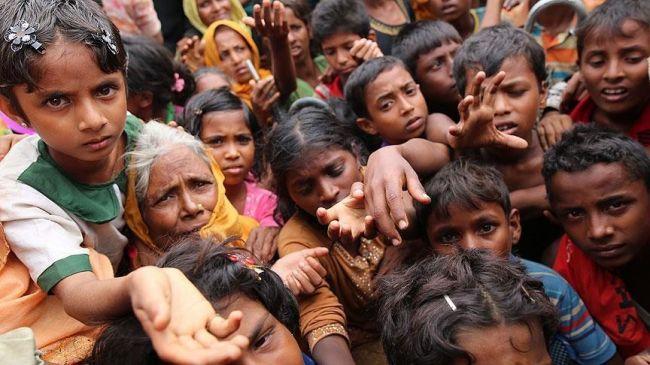 """مسلمو """"أراكان"""" يواصلون الفرار إلى بنغلاديش"""