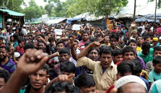 عشرات الروهينجا يفرون بالقوارب من المخيمات ويجددون ذكرى مأساة 2015