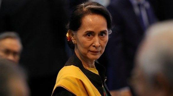 آلاف المؤيدين يحتشدون في الشوارع لتحية زعيمة ميانمار العائدة من لاهاي